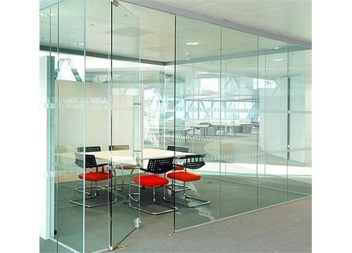 Cửa kính phòng họp