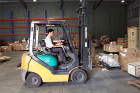 Vận chuyển hàng hoá bằng xe nâng