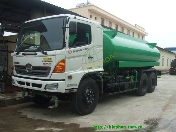 Xe ô tô phun nước rửa đường